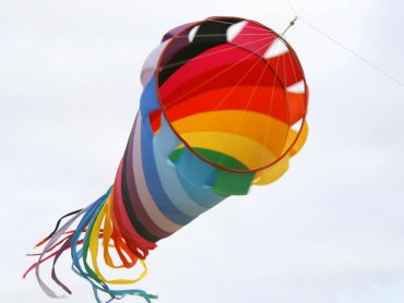 Niebo zaciągnięte kolorowymi latawcami będzie można obejrzeć w sobotę w Piekarach Śląskich (fot. sxc.hu)