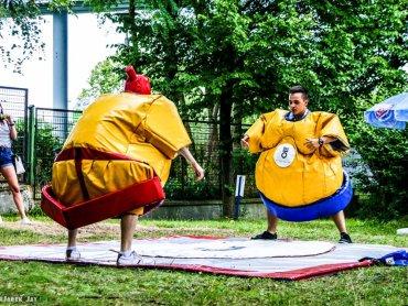 Podczas organizowanego na terenie Lato w Kato Dnia Dziecka będzie można korzystać m.in. z pompowanych strojów sumo (fot. mat. organizatora)