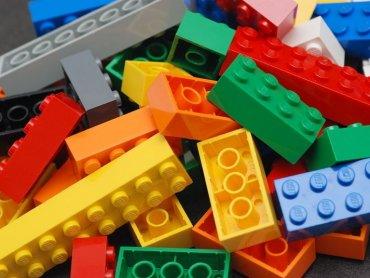 Klocki Lego zebrane w bibliotekach posłużą dzieciom uczestniczącym w warsztatach (fot. foter.com)