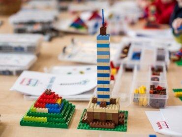 Zabawy z klockami LEGO czekają na dzieci w CH Auchan Sosnowiec (fot. mat. organizatora)