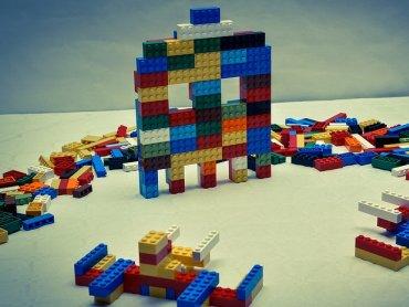 W Ośrodku Kultury w Będzinie oraz w jego filii w Grodźcu będą się odbywać ciekawe warsztaty, m.in. z klockami LEGO w roli głównej (fot. foter.com)