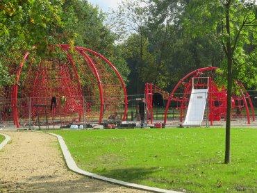W Parku Chrobrego w Gliwicach stoi już ogromne linarium (fot. M. Foltyn)