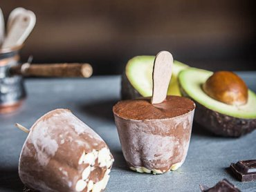 """Awokado z czekoladą (fot. mat. z książki """"LODOVO"""" Jolanty Kleser)"""