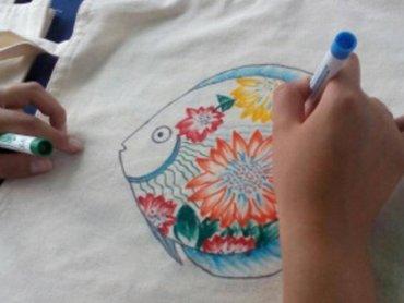 Fantazyjne malunki na torbach i koszulkach wykonacie w CH Auchan Sosnowiec (fot. mat. organizatora)