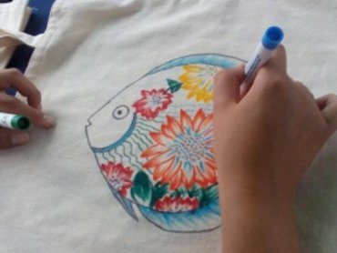Fantazyjne malunki na torbach i koszulkach wykonacie w CH Bielsko-Biała (fot. mat. organizatora)