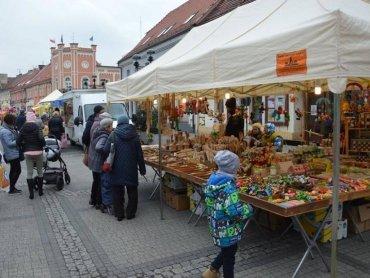 Marcinowe Święto to okazja do kupienia rogali świętomarcińskich i innych wyrobów regionalnych (fot. archiwum zdjęć na Fb Mikołowa)