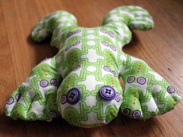 Na warsztatach w Ośrodku Kultury w Będzinie będzie można uszyć dla sowjego dziecka maskotkę (fot. quinn anya/foter.com)