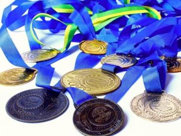 Na wakacyjnych zajęciach z Muzeum Górnośląskim dzieci wykonają medale (fot. foter.com)