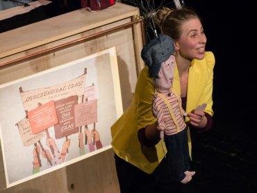 """""""Momo"""" to spektakl Teatru Rawa, którego premiera odbyła się 12 listopada (fot. Maciej Dziaczko)"""