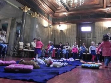 """""""Muzyczny Elementarz Malucha"""" to cykliczne zajęcia dla dzieci i rodziców przy dźwiękach muzyki klasycznej (fot. mat. organizatora)"""