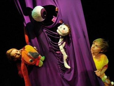 """W naszym konkursie można wygrać wejściówki na """"Najmniejszy bal świata"""" (fot. materiały Teatru Ateneum)"""