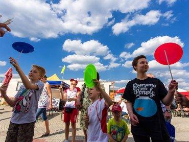 Własnych sił w cyrkowych sztuczkach spróbujecie na ulicznych warsztatach w Gliwicach (fot. mat. organizatora)