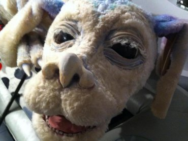 Przypominający psa, smok o imieniu Falkor - największy przyjaciel Bastiana, pojawi się również w teatralnej wersji tej opowieści (fot. mat. organizatora)