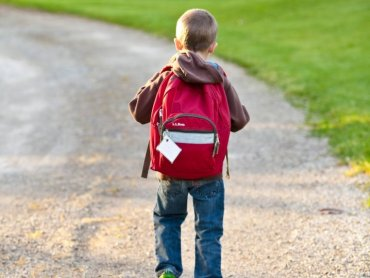 Złożenie wniosku o wyprawkę szkolną w lipcu lub sierpniu, gwarantuje wypłatę do 30 września (fot. pexels)