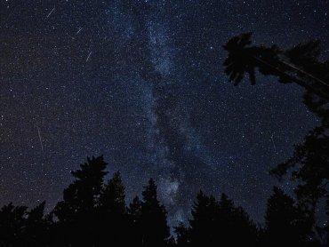 Im ciemniejsze miejsce, tym lepsza widoczność meteorów (fot. mat. pixabay)