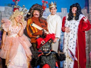 """Spektakl """"O kocie w butach przy wesołych nutach"""" (fot. mat. Teatru Moich Marzeń z Chorzowa)"""