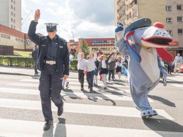 Chorzowskie pierwszaki otrzymają odblaski na spotkaniach z policjantami i Sznupkiem (fot. mat. organizatora)