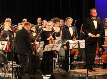 Dla dzieciaków pierwszy kontakt z prawdziwą orkiestrą może być nie lada przeżyciem (fot. mat. organizatora)
