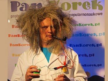 Eksperymenty w Starochorzowskim Domu Kultury poprowadzi Pan Korek (fot. mat. organizatora)