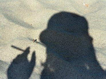 Elegancko i z papierosem... przy dziecku (fot. sxc.hu)