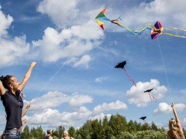 Podczas pikniku będzie można samemu skonstruować latawiec, a potem wzbić go w powietrze (fot. pixabay)