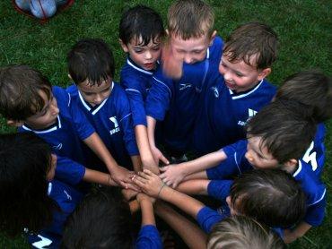 Uprawianie sportu w młodym wieku bardzo dobrze wpływa na rozwój fizyczny i psychiczny (fot. woodleywonderworsk/foter.com)