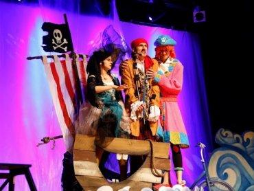 """""""Wielka piracka przygoda"""" to spektakl, który zobaczycie w Chorzowskim Centrum Kultury (fot. mat. Chorzowskie Centrum Kultury)"""