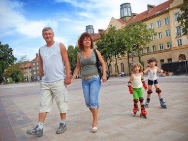Plac Baczyńskiego w Tychach jest miejscem rodzinnych spotkań, często też odbywają się tutaj różne imprezy (fot. materiały UM Tychy)