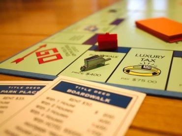 """W ramach """"Rozgrywek z lekturą"""" uczestnicy spotkania zagrają w literackie gry planszowe (fot. foter.com)"""