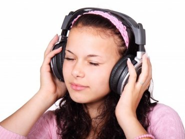 Na zajęciach Aukso4Kids dzieci pobawią się muzyką (fot. foter.com)