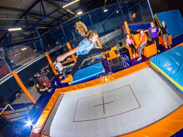 Mamy dla Was bilety na godzinną zabawę w parku trampolin JUMPCITY (fot. mat. JUMPCITY)