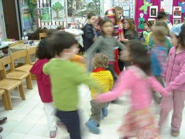 W przedszkolu dzieci są poddawane różnym, często niełatwym dla nich próbom (fot. foter.com)