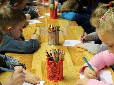 """PPOZ  apeluje: """"zostawmy dzieci w domach, nie otwierajmy żłobków i przedszkoli"""" (fot. pixabay)"""