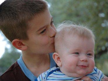 Decyzja o powiększeniu rodziny bywa trudna, warto sobie wtedy uświadomić jak dobrze na rozwój dziecka wpływa posiadanie rodzeństwa