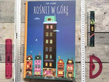 """Na okładce """"Rośnij w górę"""" widzimy wysoki budynek. Oglądając książkę wdrapujemy się wraz z dziewczynką i chłopcem na najwyższe piętro (fot. Ewelina Zielinska/SilesiaDzieci.pl)"""
