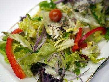Nie wprowadzajmy maluchom od razu sałatek, rozpocznijmy od pojedynczych warzyw (fot. sxc.hu)