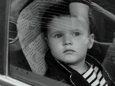 Dla niektórych dzieci podróż samochodem jest ciężką próbą (fot. sxc.hu)