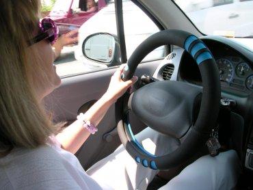 """""""Kobieta bezpieczna za kierownicą"""" to tytuł warsztatów, które odbędą się w sobotę w Katowicach (fot. sxc.hu)"""