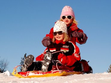 Sanki to atrakcja dla dzieci w różnym wieku (fot. pixabay)