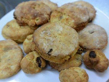 Scones to angielskie bułeczki z rodzynkami (fot.mat. Cynamonu)