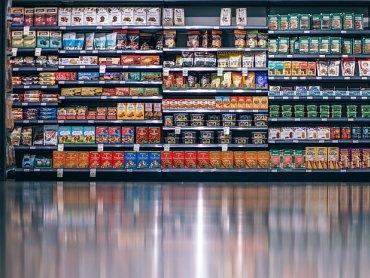 Półki polskich super i hipermarketów nie różnią się zbytnio od tych niemieckich, różnice pojawiają się w składzie produktów (fot. pixabay)
