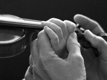 Warto od najmłodszych lat zaznajamiać dzieci z muzyką klasyczną (fot. foter.com)