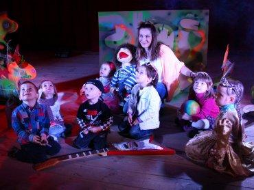 Dzieci są zachwycone warsztatami w Miejskim Ośrodku Kultury w Sławkowie (fot. materiały MOK Sławków)