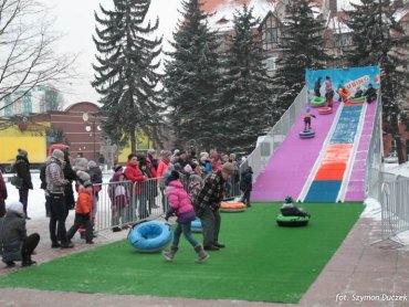 Bezpłatna zjeżdżalnia będzie dostępna dla dzieci do 28 stycznia (fot. Szymon Duczek)