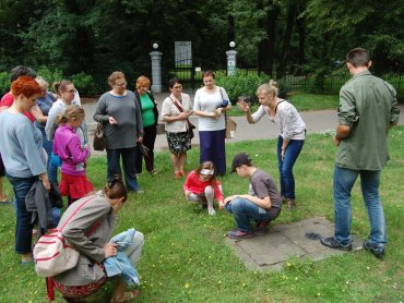 Na spacerze z gliwickim Muzeum poznacie okoliczne rośliny (fot. mat. organizatora)