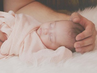 Wielu rodziców marzy o spokojnej, przespanej nocy. Co pomoże osiągnąć ten stan - dowiecie się na zajęciach w Szkole Miś Kuleczka (fot. pixabay)