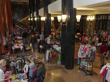 """Na """"Szafie dzieciaka"""" pojawi się ok. 70 stoisk z ubrankami i akcesoriami dla maluchów (fot. mat. organizatora)"""