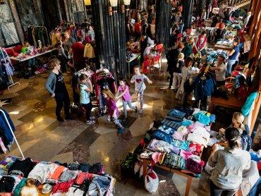 """Ubranka, buty, zabawki, puzzle, książki, jeździki, foteliki, rowerki - to wszystko znajdziecie w """"Szafie dziecka"""" (fot. mat. organizatora)"""