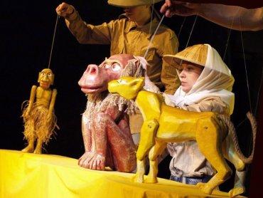 Różnorodne techniki teatralne zapewniają najmłodszym niezapomniane przeżycia (fot. Teatr Gry i Ludzie)