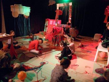 """Warsztaty pt. """"Są dzieci skórzane, są dzieci wełniane"""" poprowadzą Zuzanna Bojda i Justyna Oleksy (fot. mat. Teatru Miejskiego w Gliwicach)"""